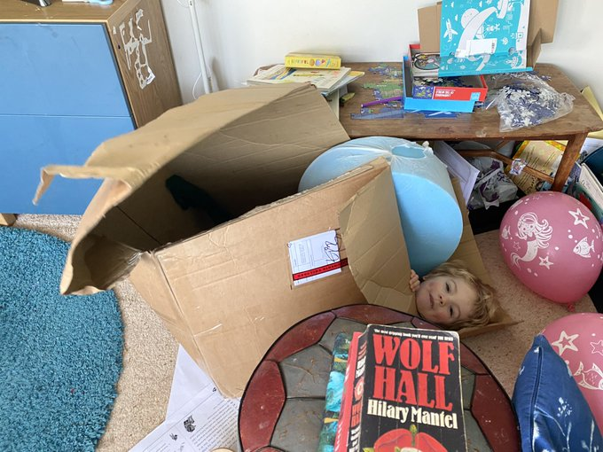 Sam Giles @GilesPalaeoLab · 12 mar 2020 The next person who tweets about how productive Isaac Newton was while working from home gets my three year old posted to them.